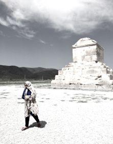 tomba Ciro donna b&W Pasargadae IRAN
